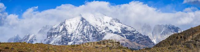 Гори навколо і в національному парку Торрес - дель - Пейн на півдні Чилі; Торрес - дель - Пейн (Чилі). — стокове фото