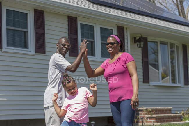 Mann mit Williams-Syndrom und Familie — Stockfoto