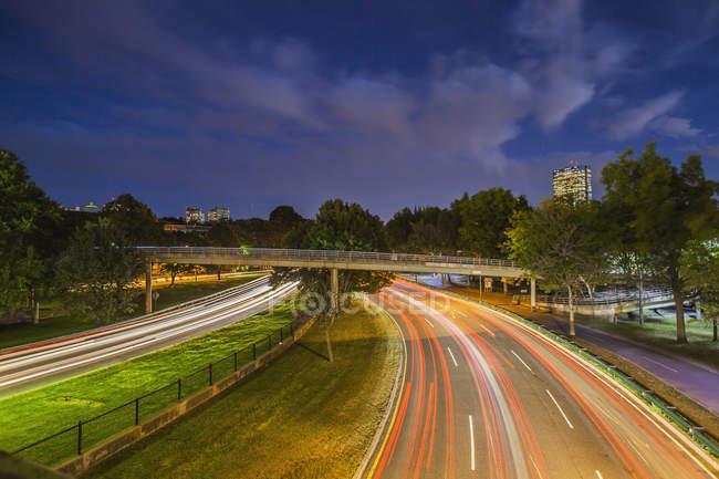 Circulation sur la route dans une ville, Storrow Drive, Boston, Massachusetts, USA — Photo de stock