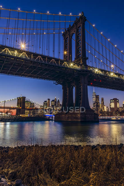 Manhattan Bridge at sunset, Brooklyn Bridge Park; Brooklyn, Nova Iorque, Estados Unidos da América — Fotografia de Stock