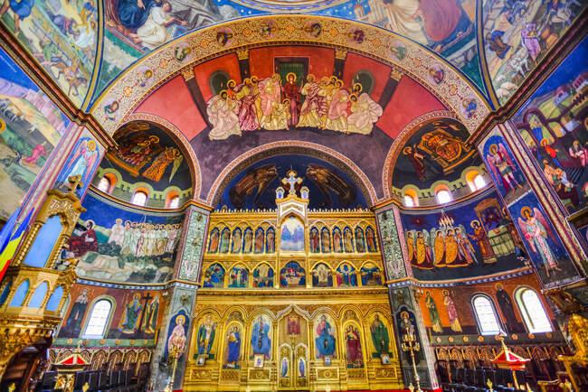 Frescos, Catedral de la Santísima Trinidad, fundada en 1902; Sibiu, Región de Transilvania, Rumania - foto de stock