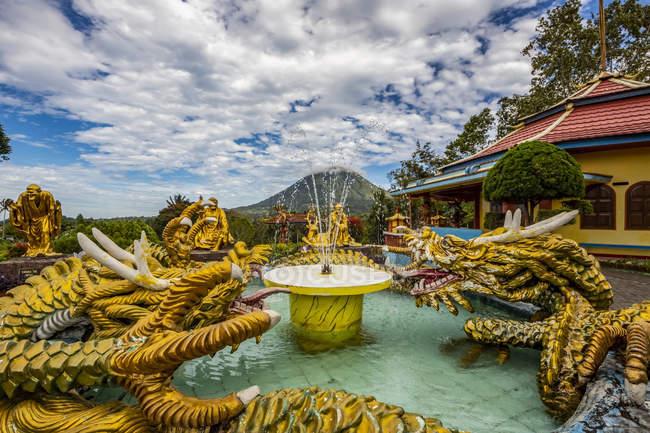 Vihara Buddhayan Buddhist Temple ; Tomohon, Sulawesi du Nord, Indonésie — Photo de stock