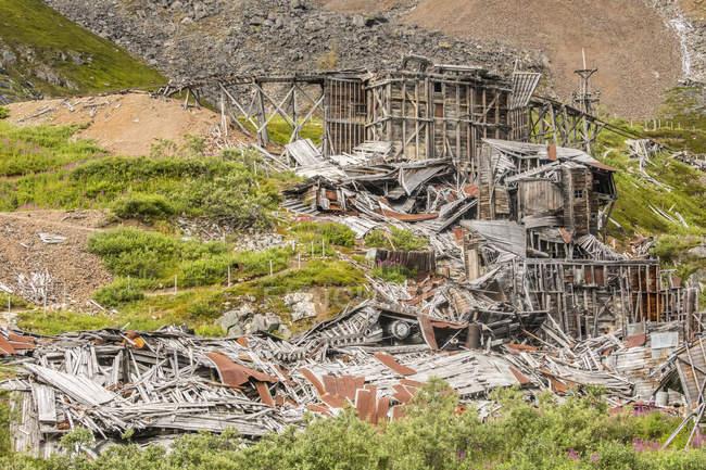 Rimangono i resti delle ormai abbandonate miniere di indipendenza e la zona è ora un parco storico statale. Palmer, Alaska centro-meridionale; Alaska, Stati Uniti d'America — Foto stock