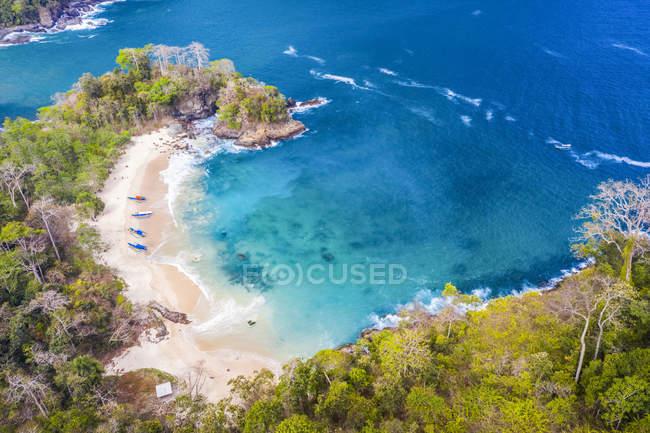 Vista panorámica de Green Bay en el Parque Nacional Meru Betiri; Banyuwangi, Java Oriental, Indonesia - foto de stock