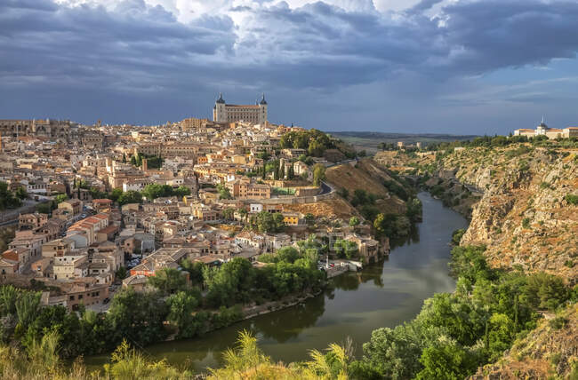 Rio Tejo na Cidade Imperial de Toledo, Património Mundial da UNESCO; Toledo, Espanha — Fotografia de Stock