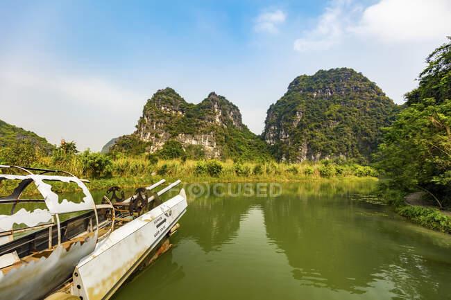 Lush landscape of Ninh Binh; Ninh Binh Province, Vietnam — Stock Photo