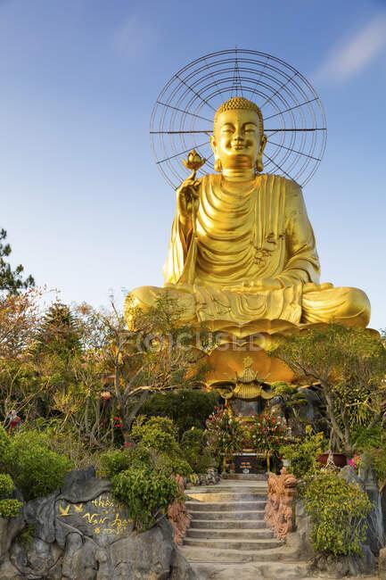 Buda de Ouro; Da Lat, Província de Lam Dong, Vietnã — Fotografia de Stock