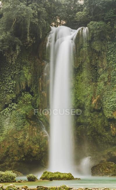 Водопад Пан Ги Мун в Северном Вьетнаме, водопад на реке Квай Сон; Вьетнам — стоковое фото