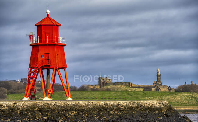 Herd Groyne Lighthouse; South Shields, Tyne and Wear, Inglaterra - foto de stock