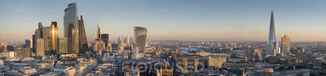 Panoramic cityscape and skyline of London with The Shard, 20 Fenchurch and various other skyscrapers at dusk; London, England — Stock Photo