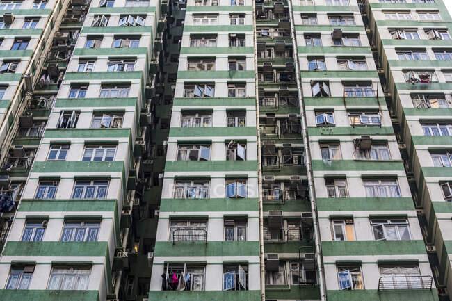Многоэтажных жилых домов; Гонконг, Китай — стоковое фото