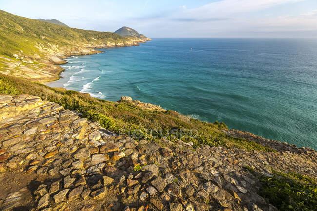 Costa del Brasile lungo l'Oceano Atlantico; Arraial do Cabo, Rio De Janeiro, Brasile — Foto stock