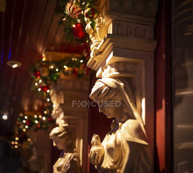 Weihnachtsdekoration in Manhattan; New York City, New York, Vereinigte Staaten von Amerika — Stockfoto