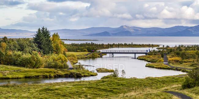 Thingvellir историческое место и национальный парк. Церковь Тингвеллир и руины старых каменных убежищ. — стоковое фото