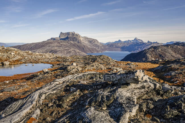 Rugged landscape on the Greenland coast; Sermersooq, Greenland — Stock Photo