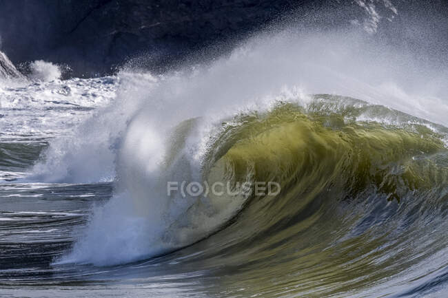 Wave curling as it crests at Cape Disappointment; Ilwaco, Washington, United States of America — Stock Photo