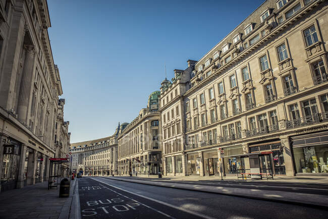 Regent Street deserted at morning rush hour in Central London during the national lockdown for Covid-19 pandemic; London, England, UK — Foto stock