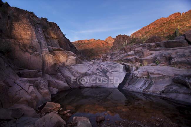 Petroglifos no Hieroglyphic Canyon Trail, em Gold Canyon, Superstition Mountain Range; Arizona, Estados Unidos da América — Fotografia de Stock
