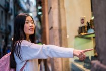 Young Tourist woman in Barcelona — Stock Photo