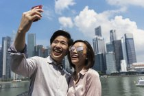 Young asian couple taking selfie in Singapore — Stock Photo