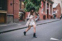 Jovem a explorar as ruas da Austrália — Fotografia de Stock