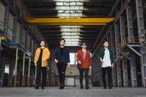 Ritratto della band rock asiatica giovane fresco — Foto stock