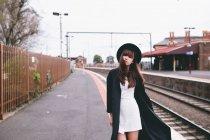 Jeune femme, explorer les rues d'Australie — Photo de stock