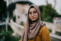 Young asian muslim woman in hijab posing outdoors — Stock Photo