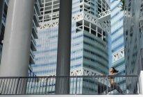 Молодая азиатка растягивается перед ежедневной тренировкой в Сингапоре . — стоковое фото