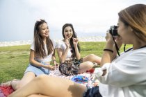 Friends having a picnic. — Stock Photo