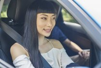 Giovane bella asiatico femmina driver — Foto stock