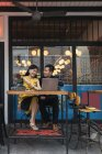Happy asian young couple together using laptop in cafe — Stock Photo