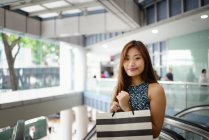 Young attractive asian woman with shopping bag — Stock Photo