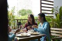 Happy asian family celebrating Hari Raya in Singapore — Stock Photo