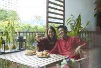 Young asian couple celebrating Hari Raya in Singapore — Stock Photo