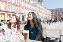 Donne asiatiche in un caffè a Madrid, Spagna — Foto stock