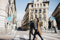 Coppia cinese asiatica in Plaza Ramales a Madrid, Spagna — Foto stock