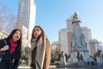 Donne asiatiche che fanno turismo a Madrid, Spagna — Foto stock