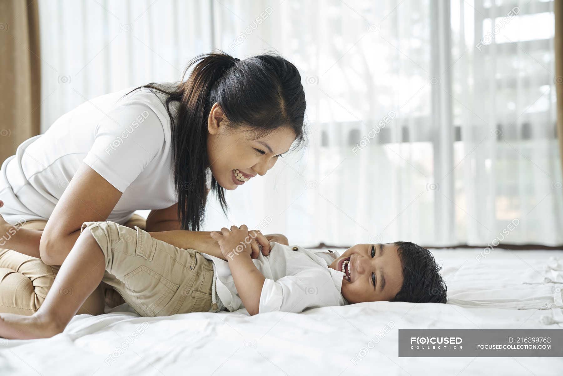 Японская мама учит сына, Японская мама учит - видео likes Hi-Hit 12 фотография