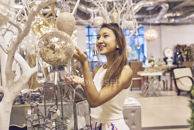 Young attractive asian woman at christmas shopping — Stock Photo