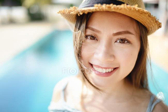 Красивый портрет молодой азиатки — стоковое фото