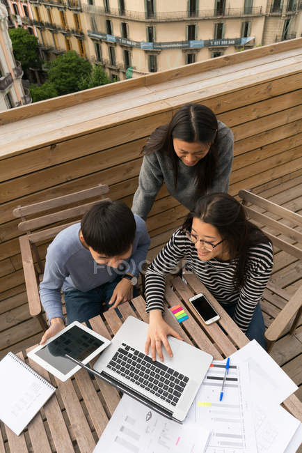 Chinese Entrepreneurs working from home balcony — Stock Photo