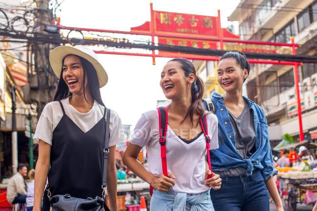 Three pretty asian girls are walking around and having fun in Chinatown, Bangkok — Stock Photo