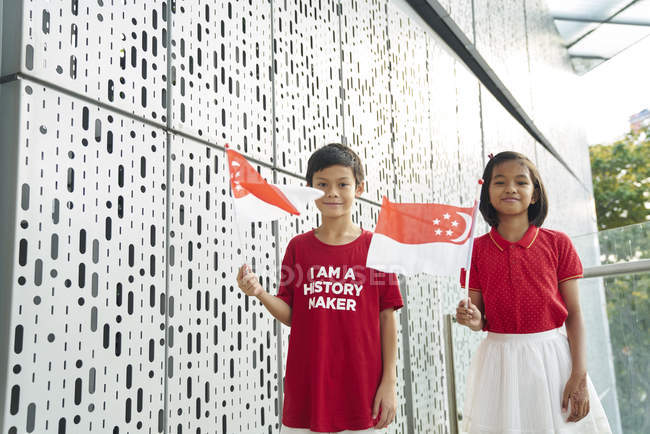 Siblings celebrating Singapore's National Day — Stock Photo