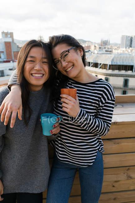 Молодий китайський жінок весело — стокове фото