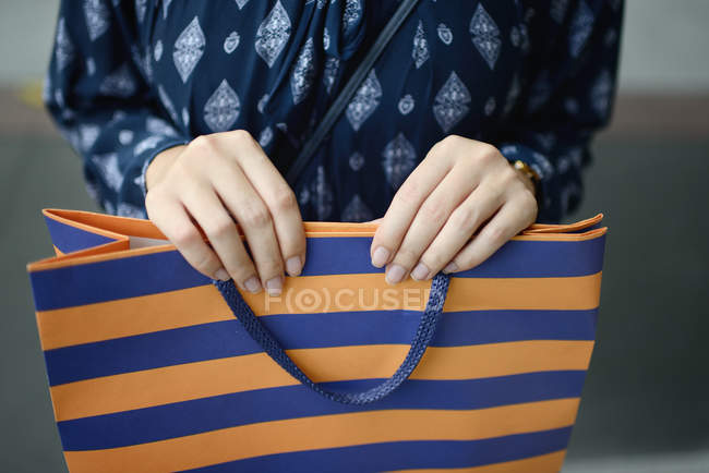 Cropped image of woman at shopping with shopping bag — Stock Photo
