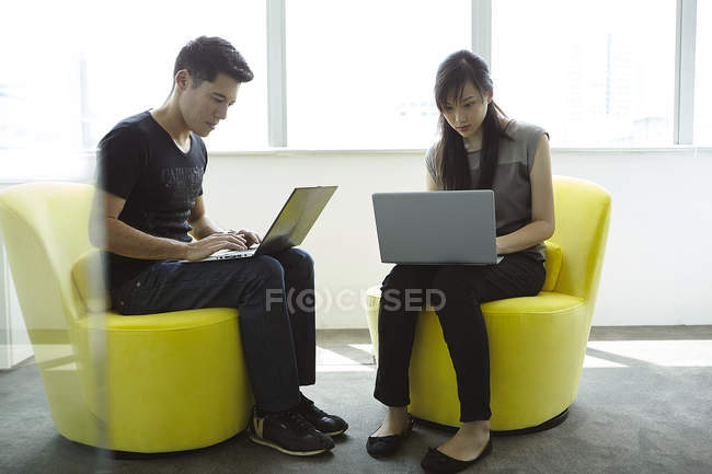 Handsome asian businesspeople working together at office — Stock Photo