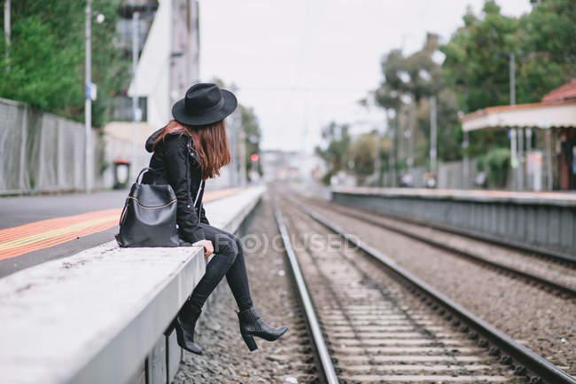 Молодая женщина, прогулок на улицах Австралии — стоковое фото