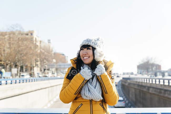 Donna asiatica turistiche in strada europea. Concetto di turismo — Foto stock