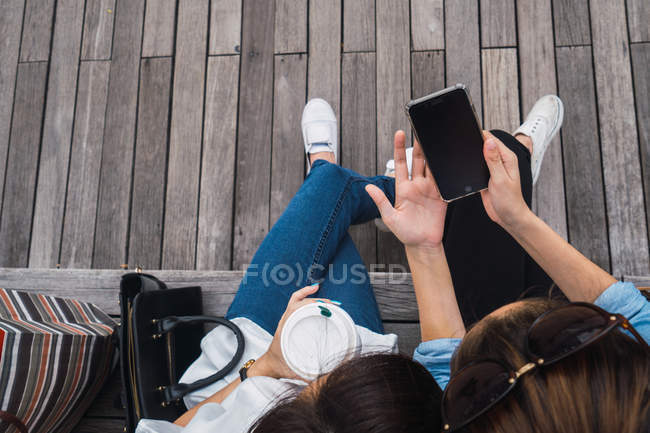 Young beautiful asian women together in urban city using smartphone — Stock Photo